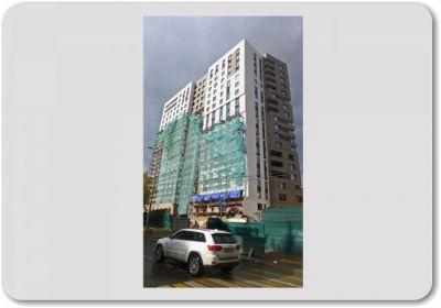 Многоэтажное жилое двухсекционное здание